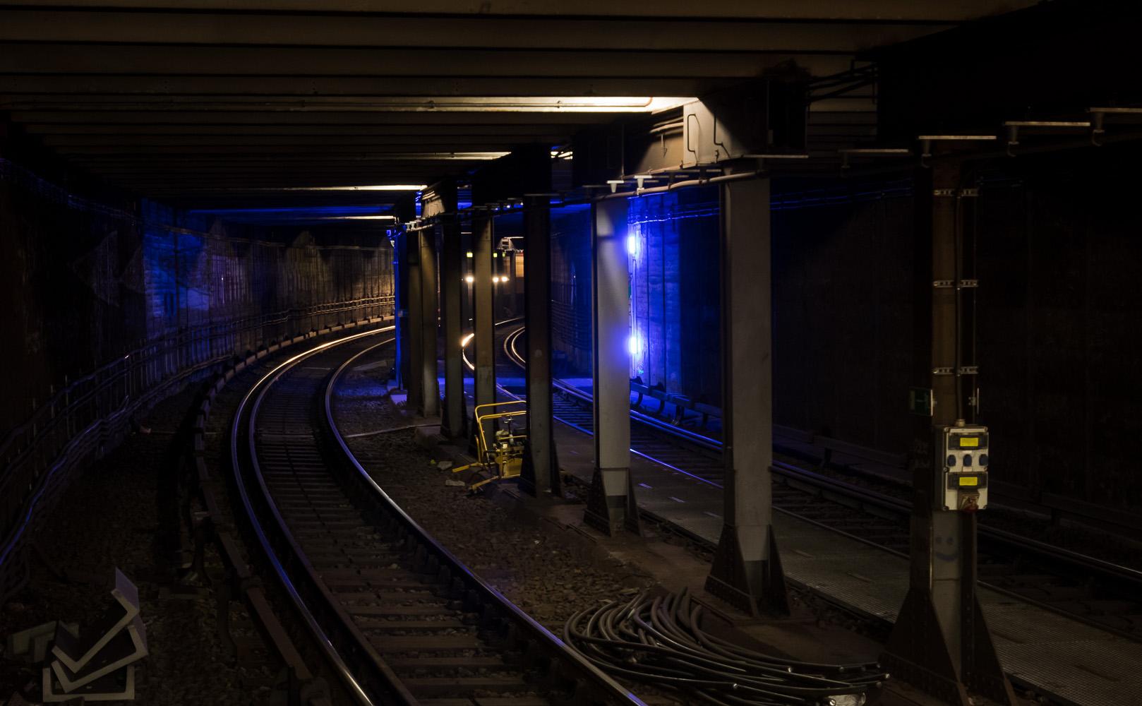 Blau im Tunnel